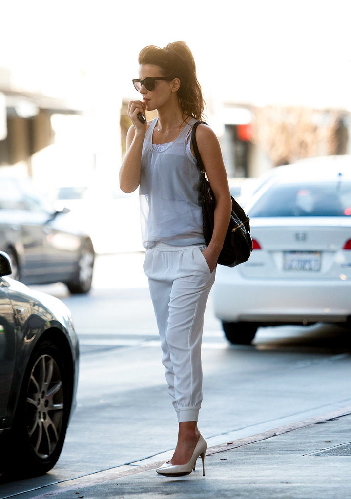 Kate Beckinsale in White Sweatpants and Heels