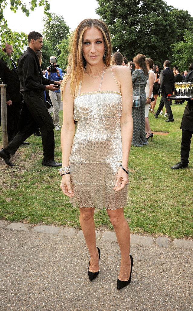 In June 2013, Parker dazzled in a flapper-esque Naeem Khan, which she balanced with black pumps and au naturel locks.