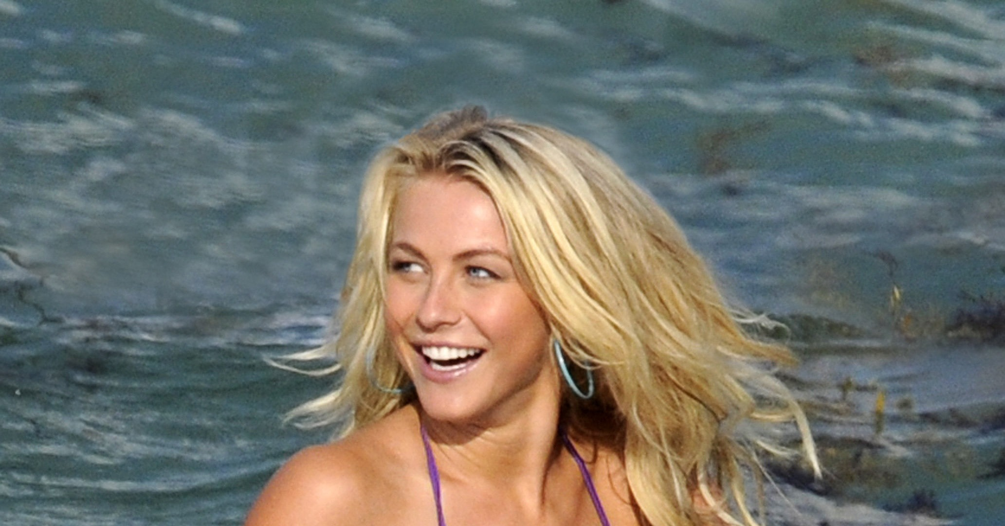 julianne hough wore a bikini to shoot rock of ages in