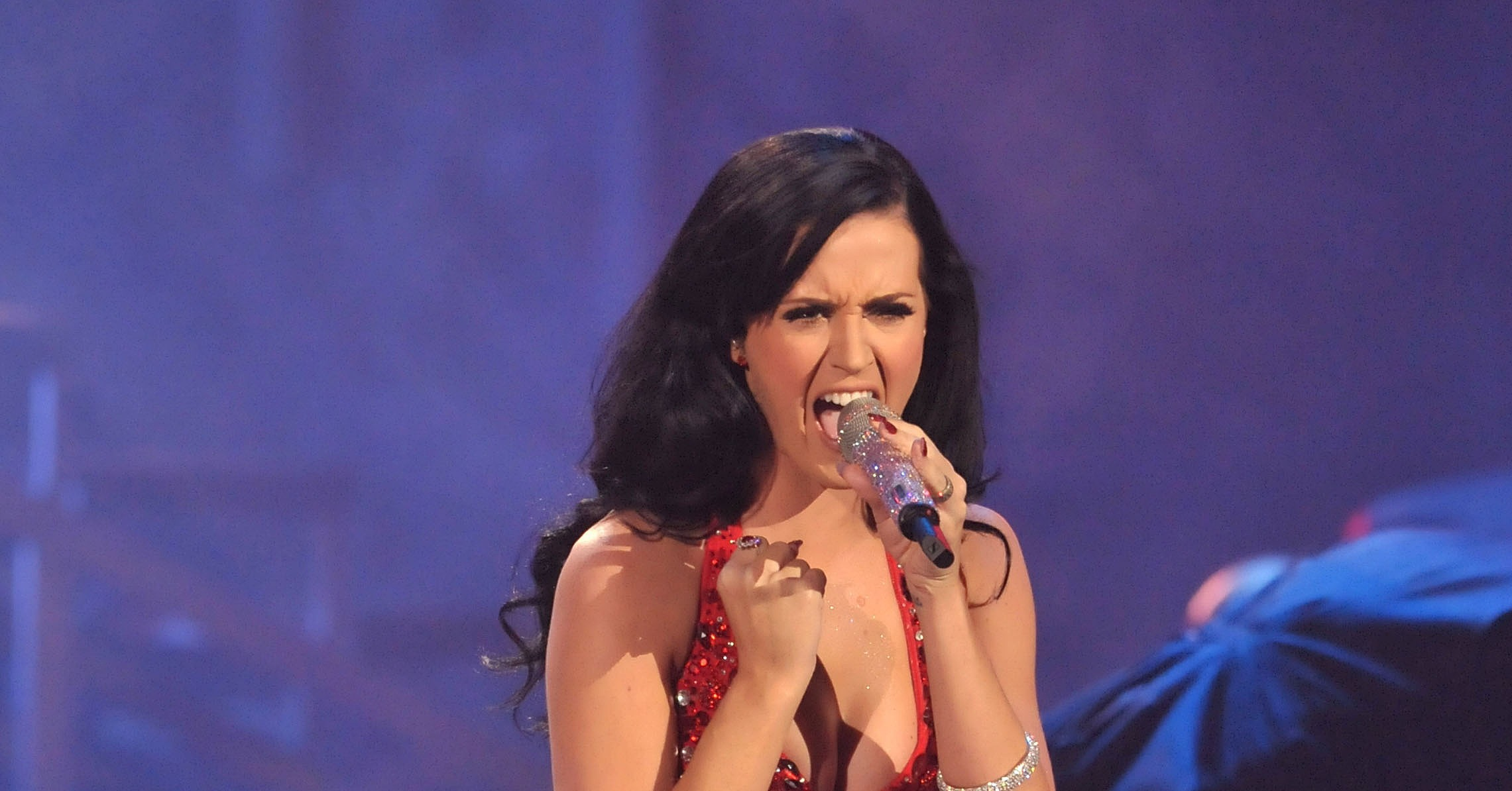 katy perry performed her hit song firework in 2010 a