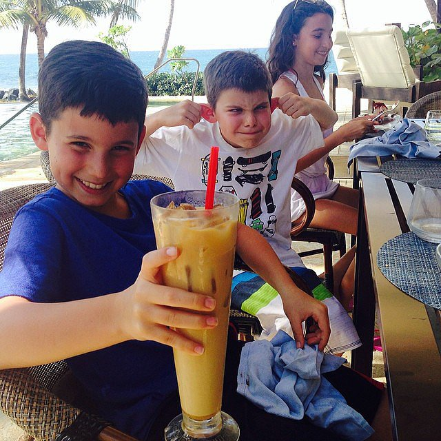 Julian, Shepherd, and Sascha Seinfeld enjoyed poolside drinks during their vacation in Puerto Rico. Source: Instagram user jessseinfeld