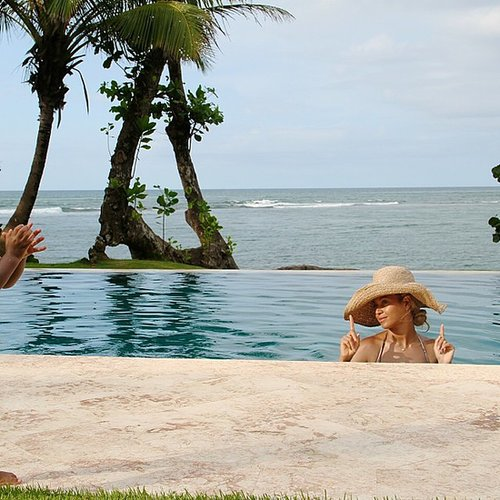 Blue Carter clapped for her mom, Beyoncé, while the family vacationed together. Source: Tumblr user Beyoncé