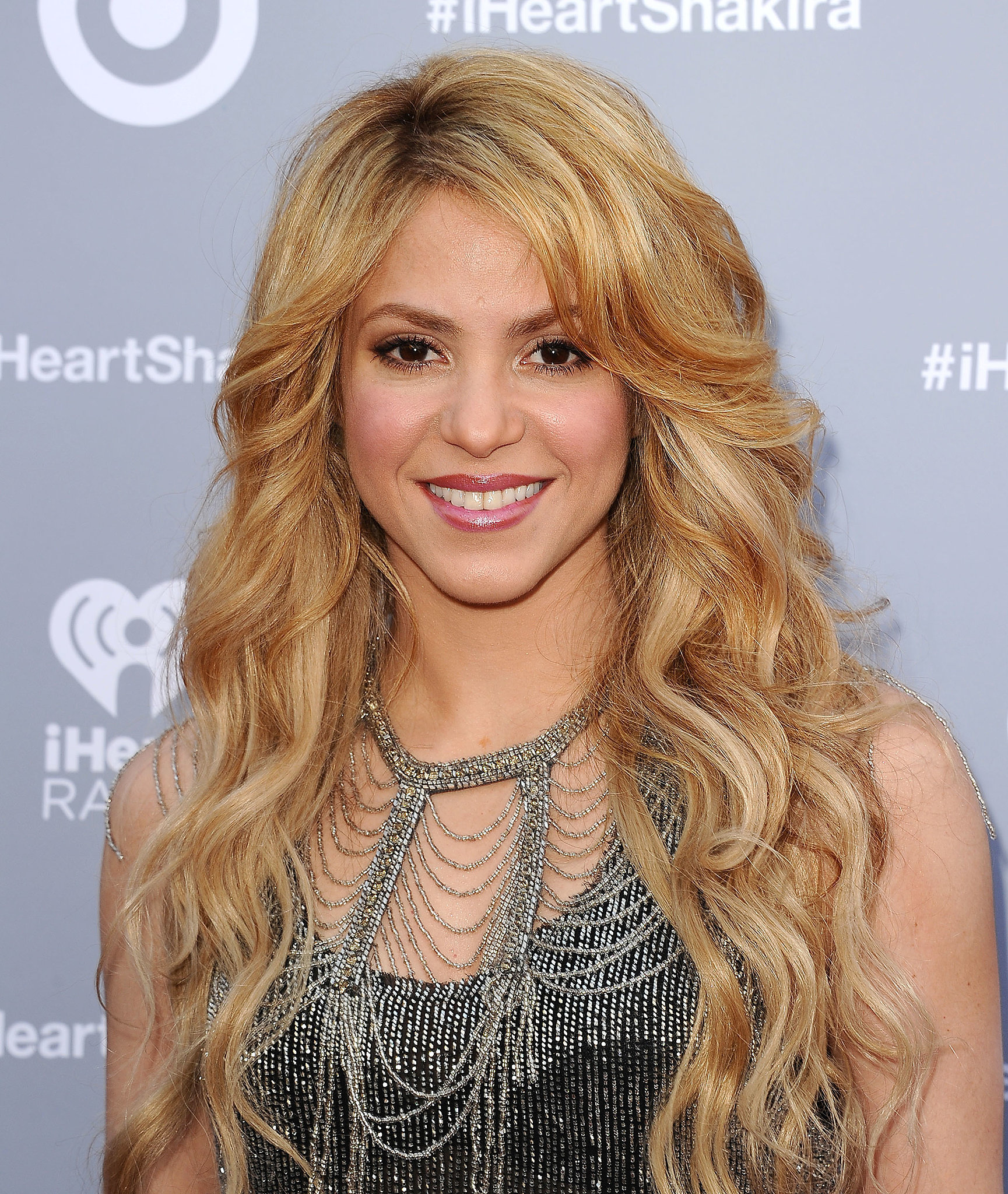 Want to get glowing like Shakira ? InStyle has her top beauty secret! Shakira