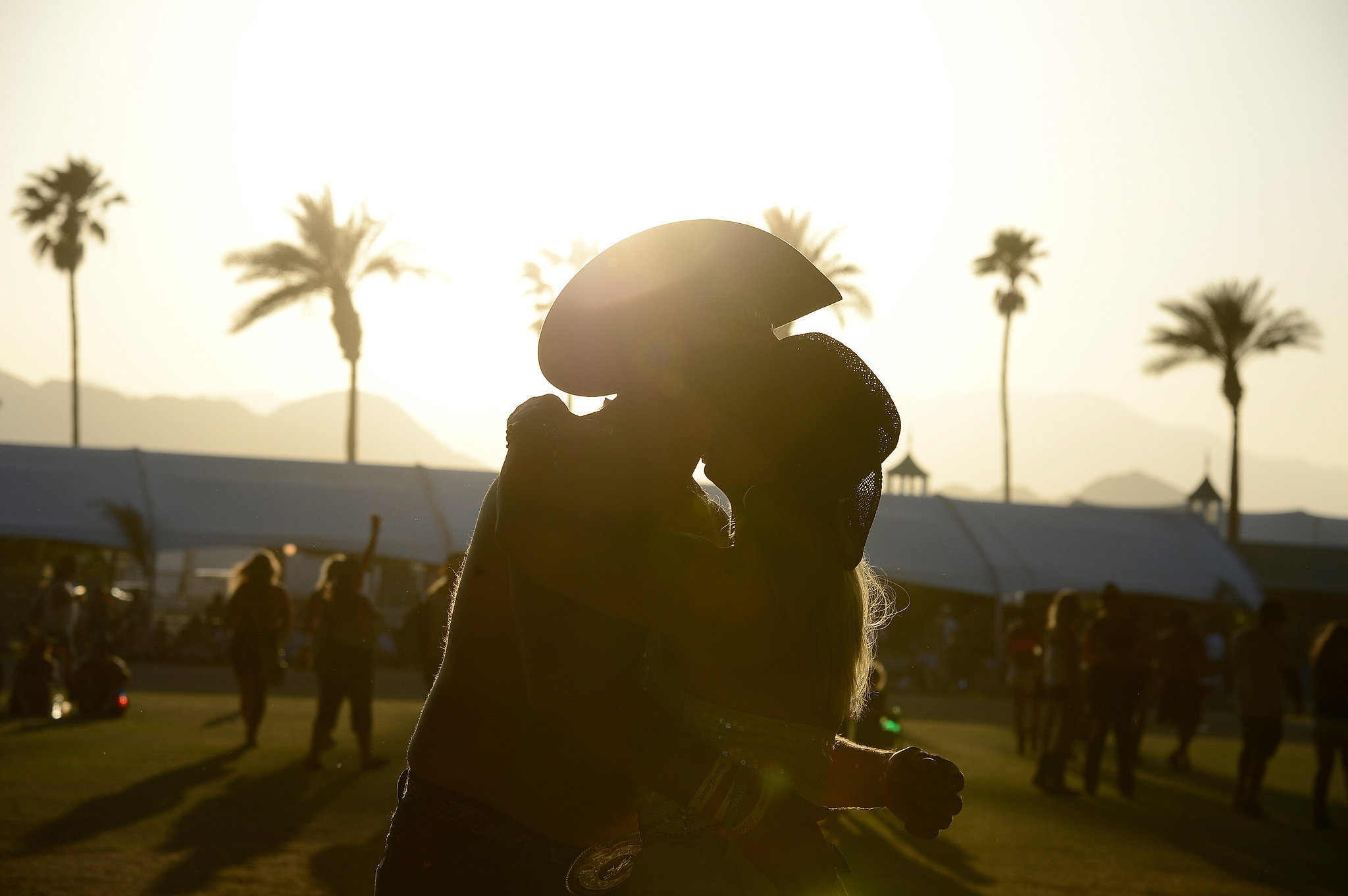 A couple kissed at Stagecoach.