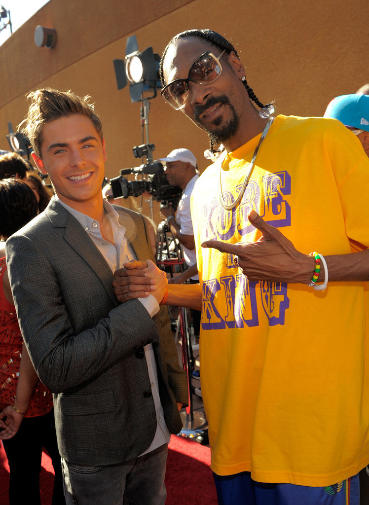 Zac also got close to Snoop Dogg on the red carpet.