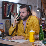 Hulu Deadbeat Star Tyler Labine | Interview (Video)