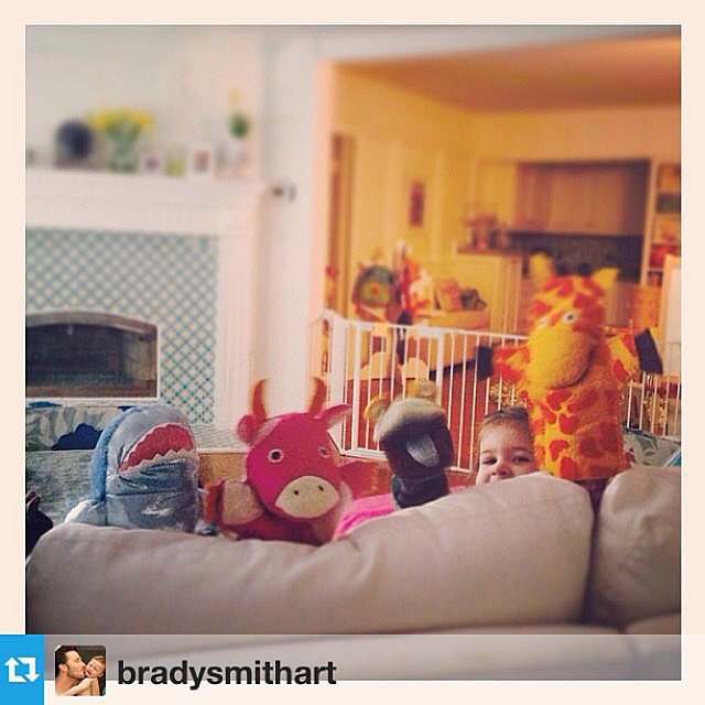 Harper Smith put on a morning puppet show with her mom, Tiffani Thiessen. Source: Instagram user tathiessen