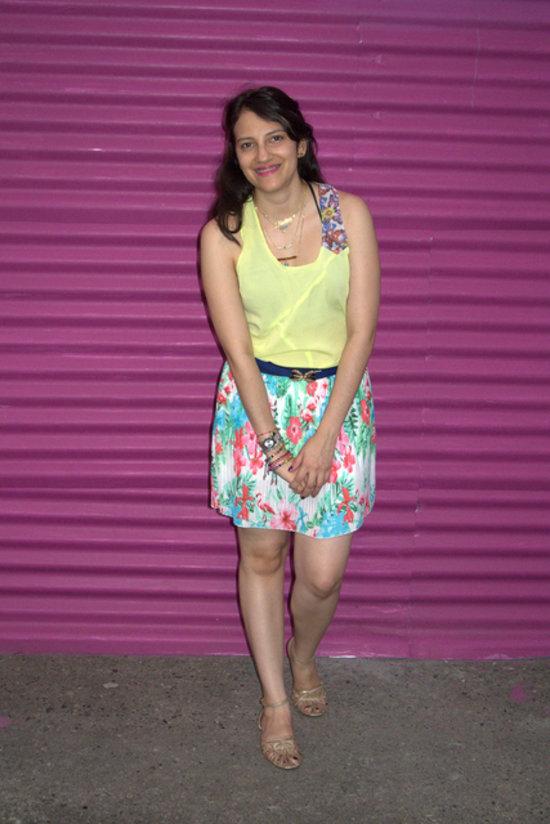 Falda plisada estampada y top neon para la primavera  #JfashionBlog