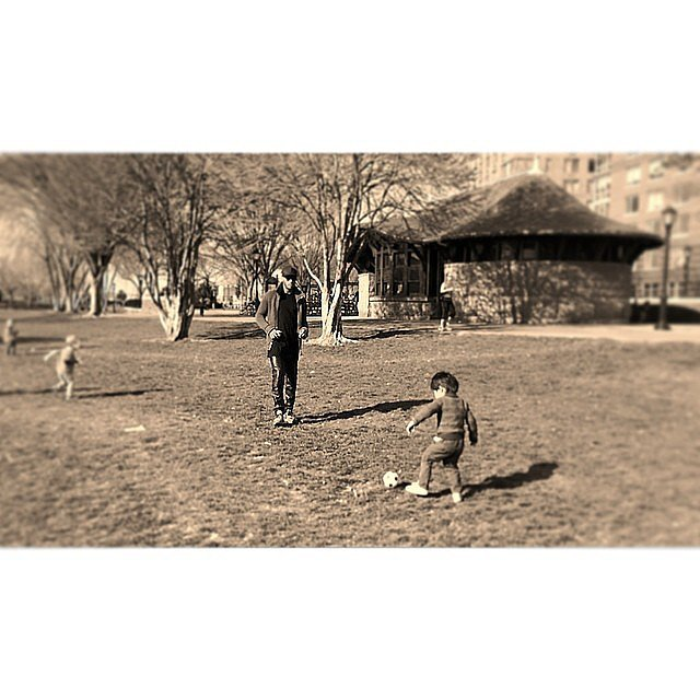 Phyllon Gorré got in some soccer time with his dad, Sunnery James. Source: Instagram user doutzen