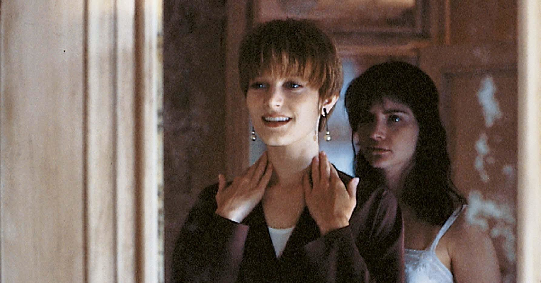 leigh single girls With bridget fonda, jennifer jason leigh single white female r which girl fight was most impressive.