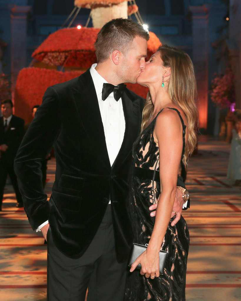 They even smooched for the cameras before heading inside for dinner and drinks.