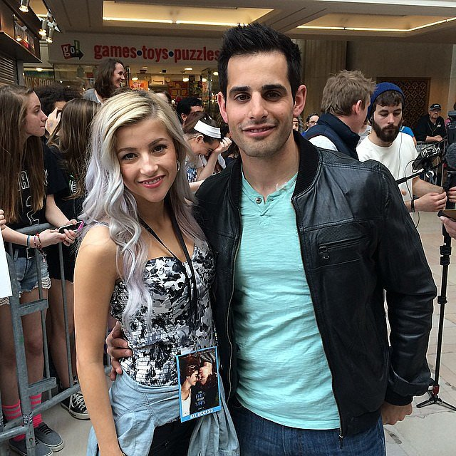 Our hosts @evelinabarry and @chrisvanvliet getting ready for #tfiostour #tfiosoh! Anyone here for the event? Source: Instagram user POPSUGAR