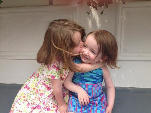 Satyana and Keeva Denisof shared a smooch for their mom, Alyson Hannigan, on Mother's Day. Source: Twitter user alydenisof
