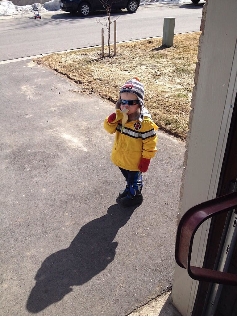 """This is Carter. He knocked on my door to ask if he could have a banana then left."" Many memes followed.  Source: Imgur"