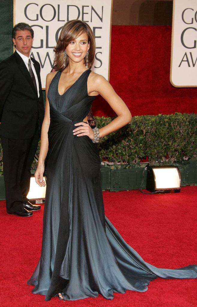 Jessica Alba attended 63rd annual Golden Globes in a dramatic Oscar de la Renta gown.