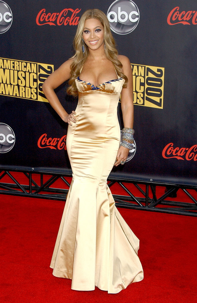 Beyoncé is another celebrity who has adopted mermaid garments as a staple red carpet look. At the AMAs in 2007, she wore a butter-yellow frock that skimmed over her hourglass figure.