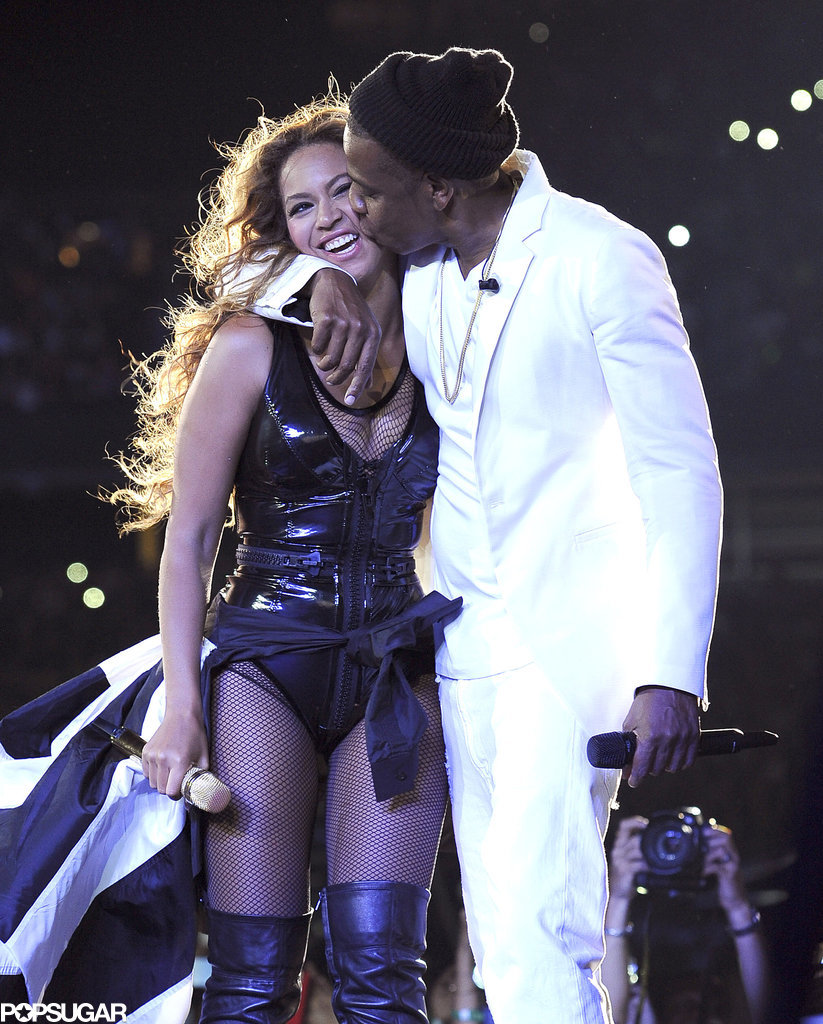 Jay Z gave Beyoncé a big kiss during their concert in East Rutherford, NJ, on Friday.