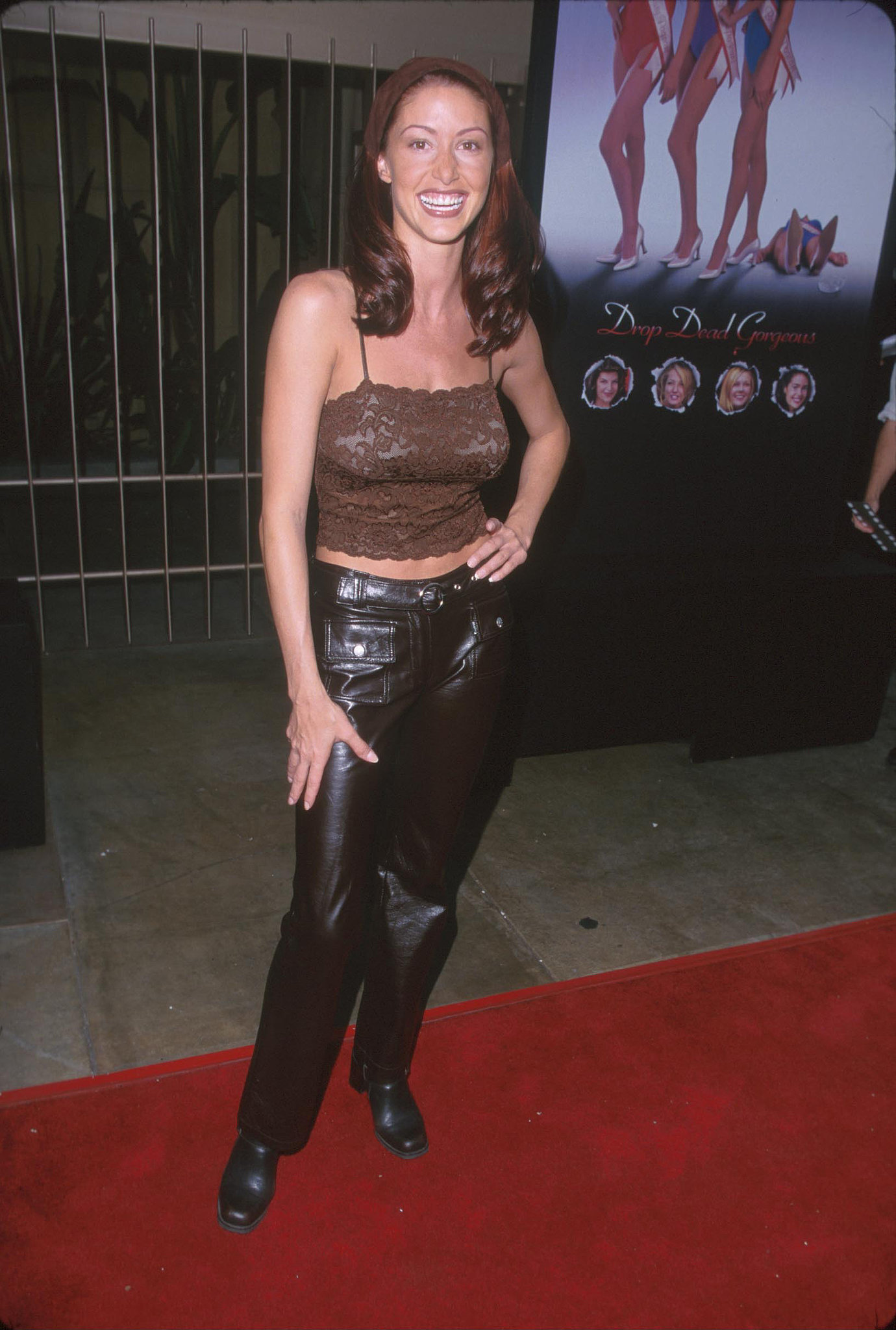 shannon elizabeth kept it trendy with a hair kerchief and