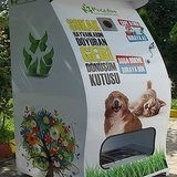 This Machine Recycles and Helps Strays Simultaneously