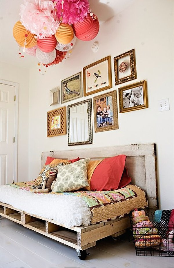 Doesn't this pallet day bed look stunning? It makes a great addition to a guest bedroom.  Source: Under the Sycamore