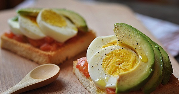 Egg and Avocado Breakfast Pizza Eggs and avocado pair perfectly | 6 ...