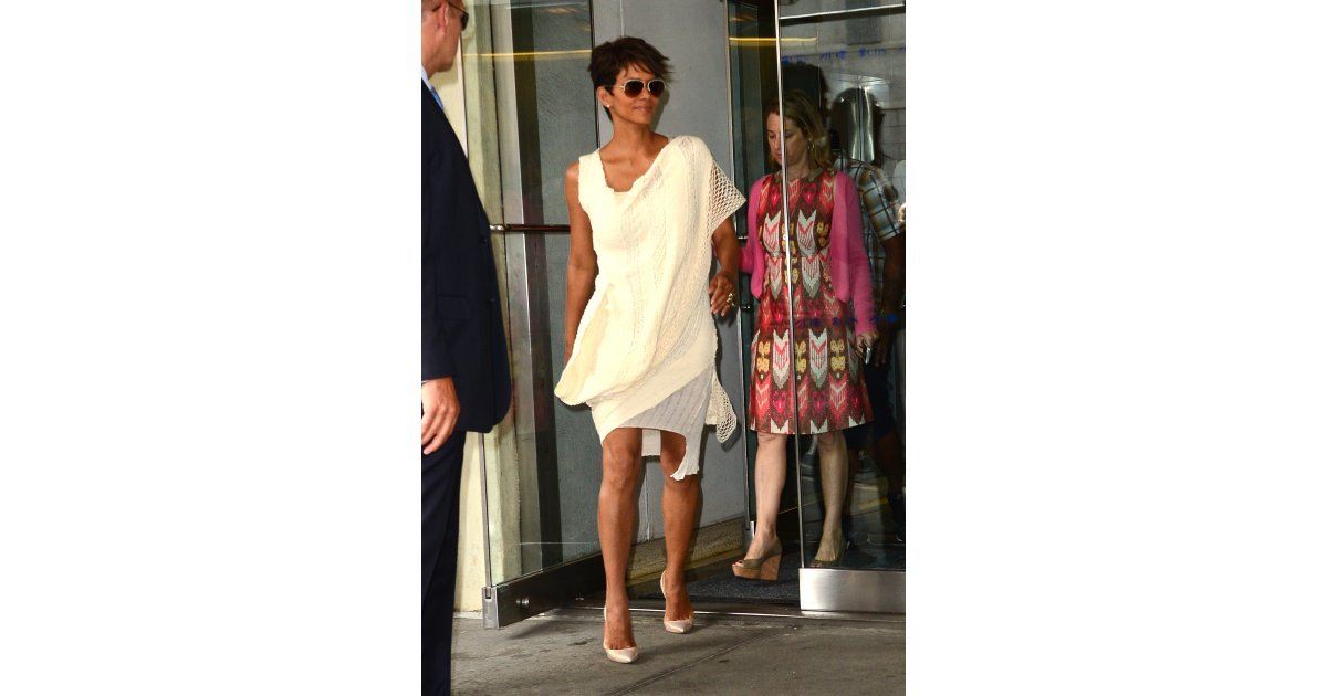 Her Street Style Game Looks Like What We 39 D Want To Wear To A Yacht 19 Reasons Why Halle Berry