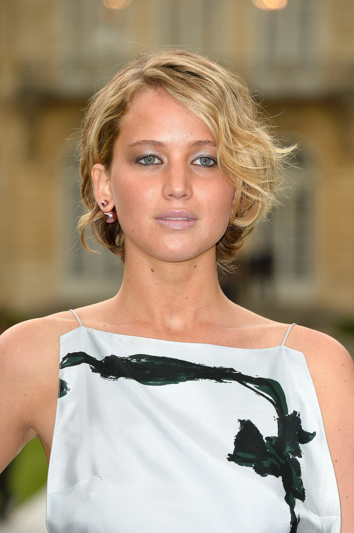 jennifer lawrence makes growing out a crop really cute