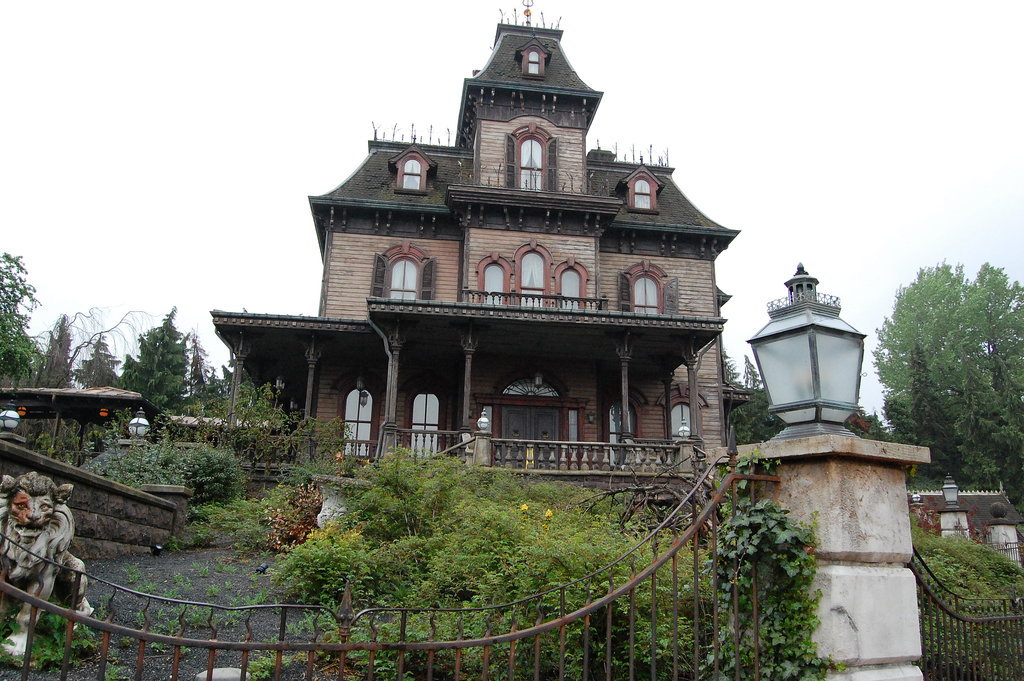 Paris's Haunted Mansion is SERIOUSLY spooky.