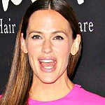Jennifer Garner finds it sexist we wonder how she does it all