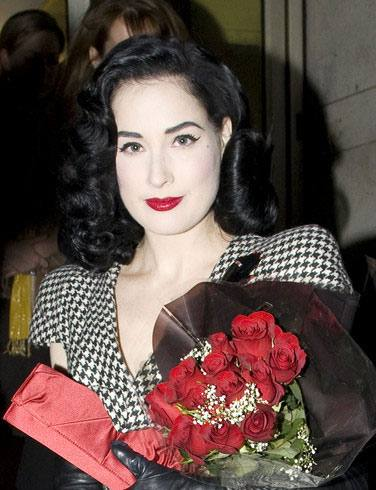 DITA VON TEESE DOES STRIPTEESE
