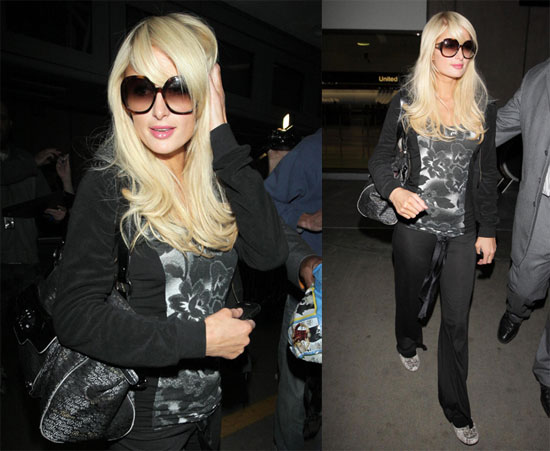 Photos of Paris Hilton at LAX 2009-11-06 09:23:20