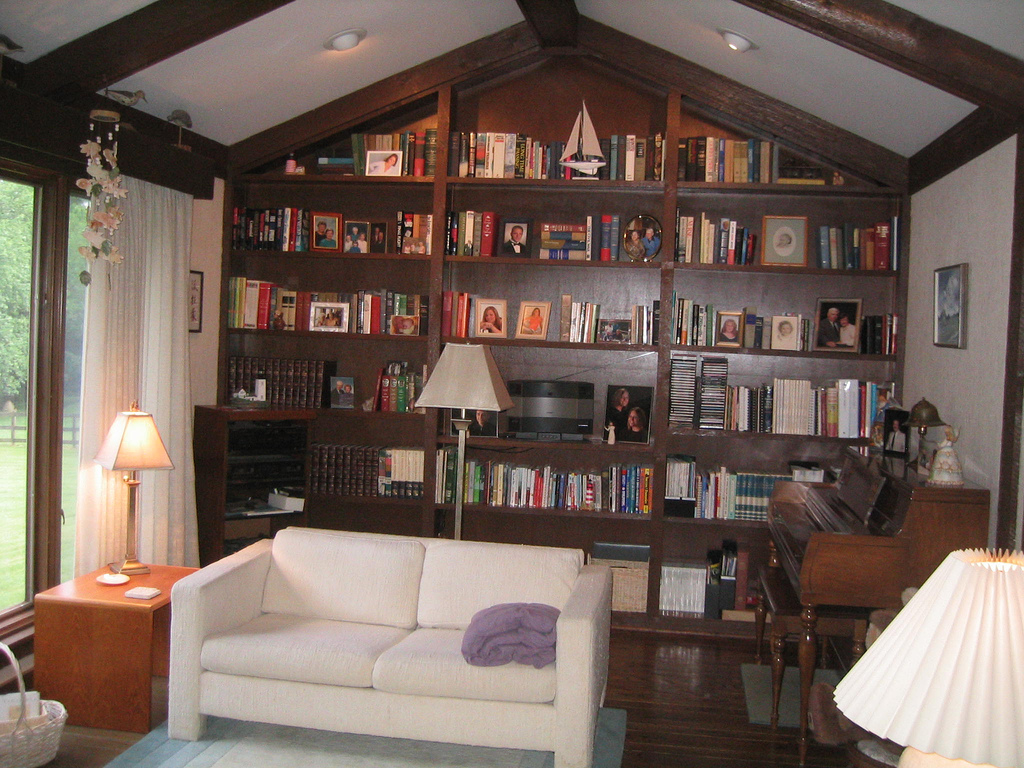 This room obviously has great architecture but there's just too much going on on that bookcase — it needs a focal point. As for the furniture, it's simply underwhelming.