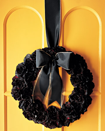 Martha crafts a gorgeous silk Halloween wreath.