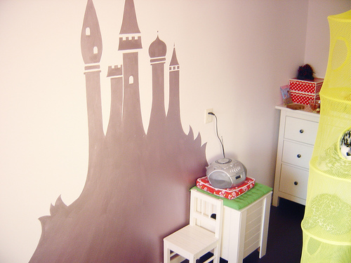 A creative mommy created a lavender metallic castle mural in her babe's bedroom.  Source:  Flickr User Jolante