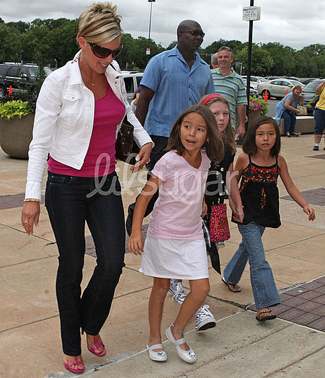 The Gosselin Girls Have Fun at a Jonas Brothers Concert