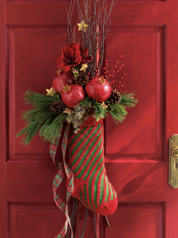Learn how to arrange this cute pomegranate-filled stocking here.