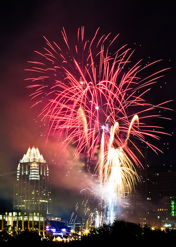 A big firework display overwhelms Austin's skyline. Source:  Flickr User milksss