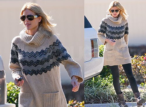 Photos of Elin Nordegren Walking Outside Her Home in Florida; Latest Tiger Woods News