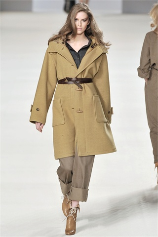 Chloe Fall 2009: Quietly Moving Forward