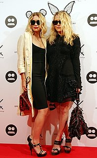 Photo of Ashley and Mary-Kate Olsen Wearing Lace Ears at Opening Ceremony Reception in Japan