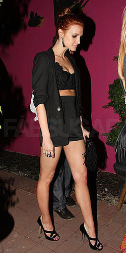 "Melrose Place Star Ashlee Simpson Wears Black Crop Top and Black Shorts to Carol Malony ""Paris in LA"" Event 2009-09-24 16:30:22"