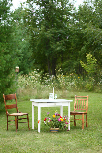 A photo opportunity, or the chance for an intimate conversation, awaits at a small table on the edge of the lawn.