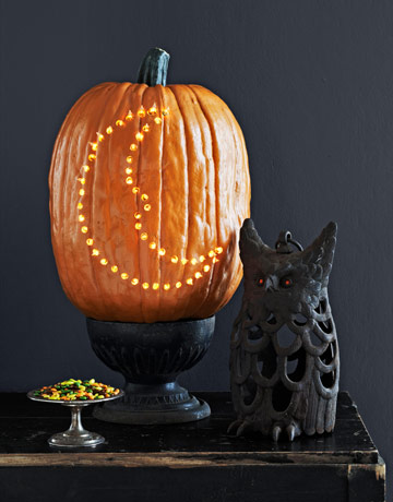 Learn how to make Paul Lowe's simple, bright pumpkin on Country Living. No candle required!