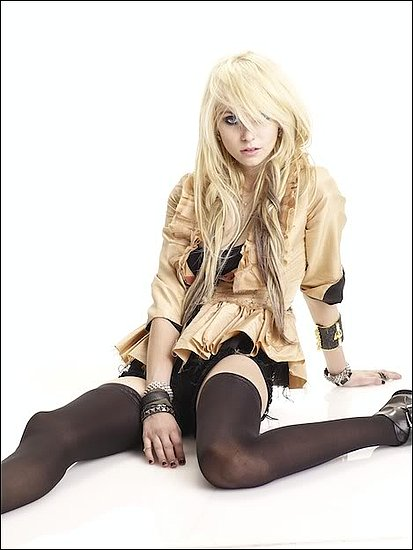 Relaciones de Alice O'Connor Shadows.- Taylor-Momsen-photoshoot