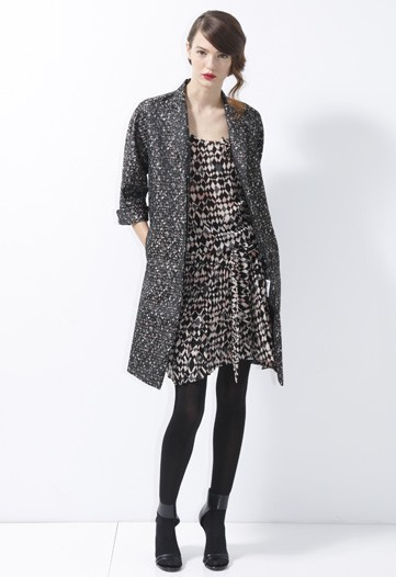 Donna Karan Sends Out Graphic Black and White for DKNY Pre-Fall 2010