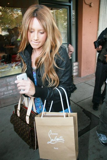 Ashley Tisdale: iPhone!