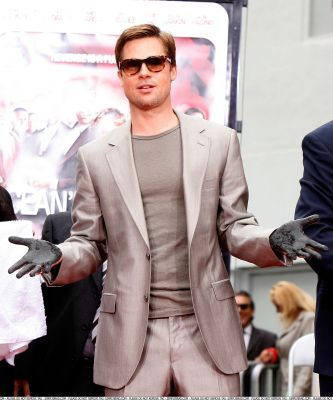 Brad Pitt's signature pose: The Come on.