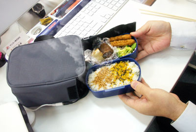 USB Powered Lunch Box Keeps Your Food Warm For You
