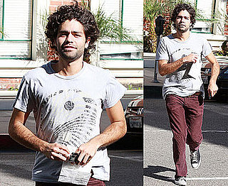 Photos of Adrian Grenier in LA 2008-10-26 10:04:04