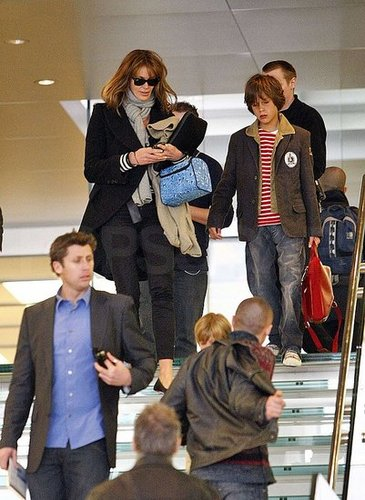 Elle Macpherson and Sons at London's Apple Store: Love the Store, Hate the Stairs